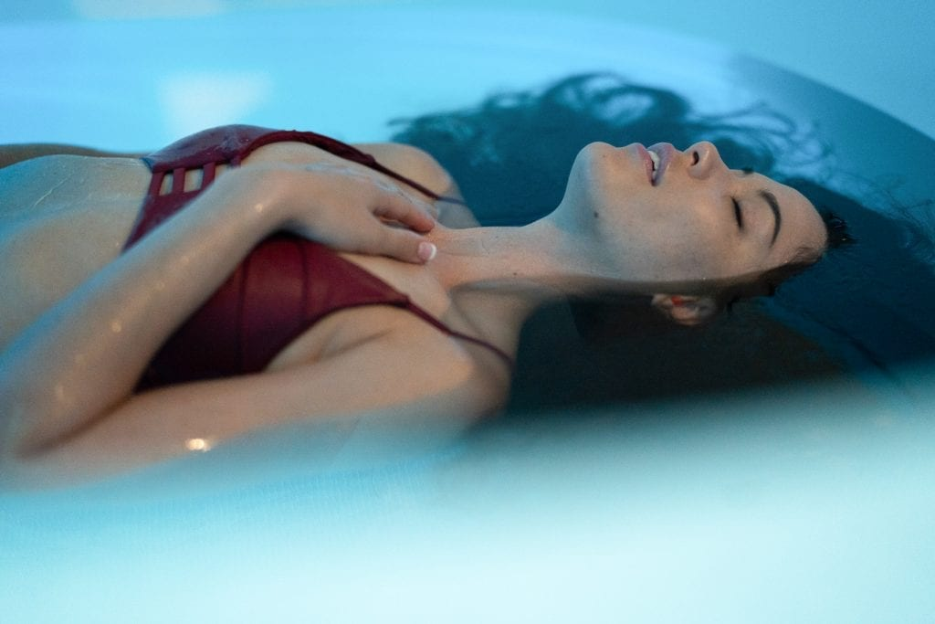 floating pain relief sensory deprivation